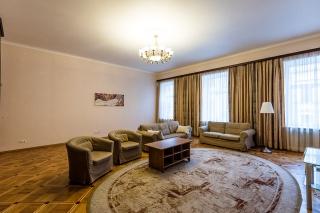 стильная 6-комнатная квартира в аренду в самом центре С-Петербург