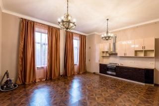 аренда стильной 4-комнатной квартиры с авторским дизайном в центре С-Петербург