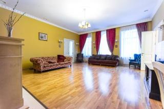 светлая просторная 4-комнатная квартира в аренду в центре С-Петербург