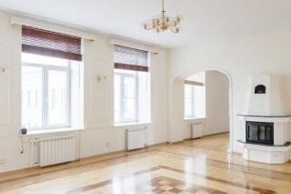 стильная 7-комнатная квартира с камином в аренду в центре С-Петербург