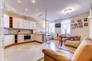 видовая дизайнерская 4-комнатная квартира в аренду в элитном доме С-Петербург