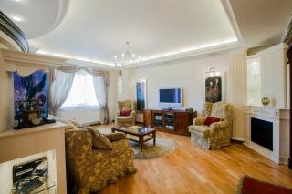 просторная 3-комнатная квартира в аренду в новом доме С-Петербург