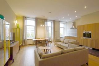 аренда видовой 3-комнатной квартиры с балконом центр Санкт-Петербург