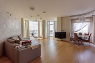 арендовать 4-комнатную квартиру в элитном доме С-Петербурга