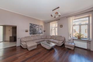 арендовать стильную 3-комнатную квартиру в Центральном районе С-Петербурга