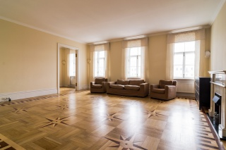 аренда современной просторной 5-комнатной квартиры в самом центре С-Петербург
