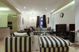 арендовать просторную роскошную 4-комнатную квартиру в центре С-Петербург