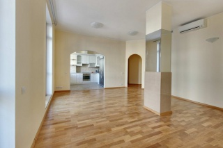 5-room apartment for rent at 14, Kemskaya Street Saint-Petersburg
