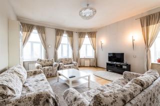 rent bright 4-room apartment on Vasilevsky Island St-Petersburg